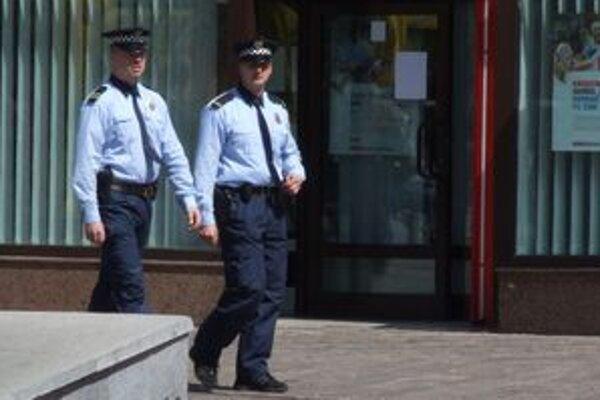 Mestským policajtom pomáha aj kamerový systém. V miestach, ktoré monitorujú kamery, je počet priestupkov nižší.