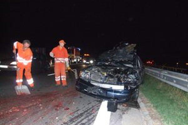Náraz do jelenice takto zničil auto pri nehode, ktorá sa v septembri stala pri Liptovskom Jáne.