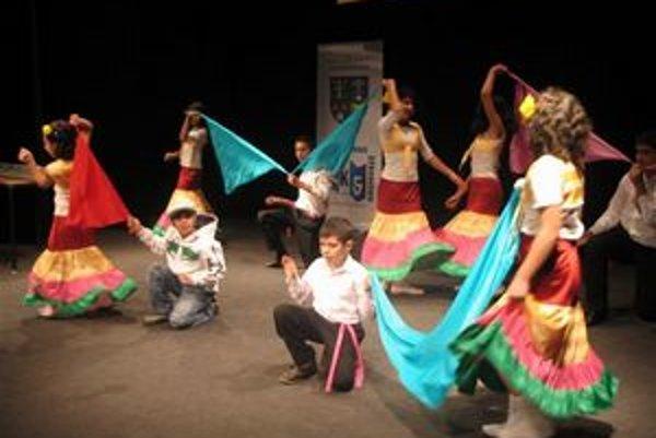 Rómske tance v podaní mladých z Hýb.