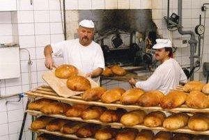 V pekárni v Liptovskom Ondreji pečú aj na sviatky chlieb rovnakej chuti ako počas roka. Dávajú si na tom veľmi záležať, lebo ondrejský zemiakový chlieb má osobitnú chuť.