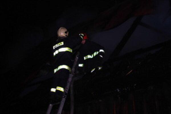 Nočný zásah ružomberských hasičov trval viac ako tri hodiny.