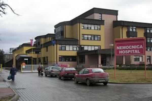 Liptovskomikulášskej nemocnici schválili krajskí poslanci nákup novej sanitky za 30-tisíc eur.