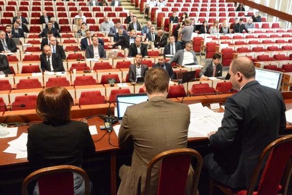 """O nových menách v mestských podnikoch rozhodnú poslanci počas """"valentínskeho"""" rokovania."""