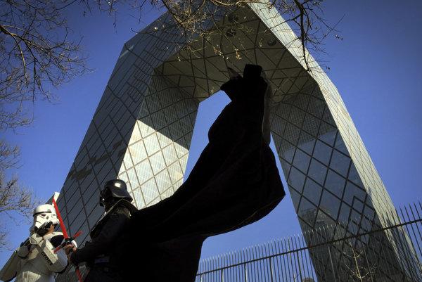 Budova CCTV sa stala turistickou atrakciou.