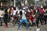Demonštranti budú v protestoch proti prezidentovi pokračovať aj naďalej.