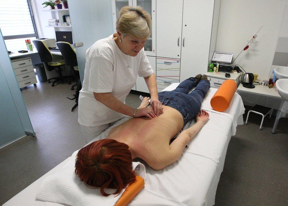 Neviciaca masérka Iveta Zbranková v nitrianskej Fakultnej nemocnici.