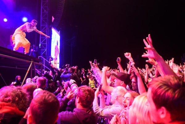 Hluk z nočných koncertov pod holým nebom sa mnohým ľuďom nepáči.
