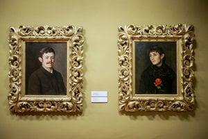 Vľavo autoportrét maliara.