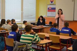 Psychologička Katarína Murníková sa v športových triedach na ZŠ Hrnčiarska venuje primárnej prevencii šikanovania.
