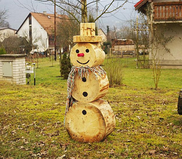Takéhoto dreveného snehuliaka sme objavili vTŕstí.