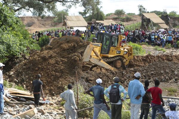 O záchranu baníkov v Zimbabwe sa pokúšajú aj spomocou techniky.