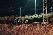 Vykoľajený vlak.