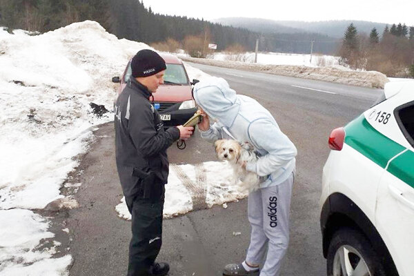 Tomuto vodičovi pes nepomohol, aj tak nafúkal.
