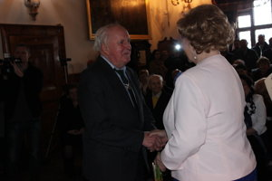 Pán Palúch pri preberaní ocenenia na Bojnickom zámku.