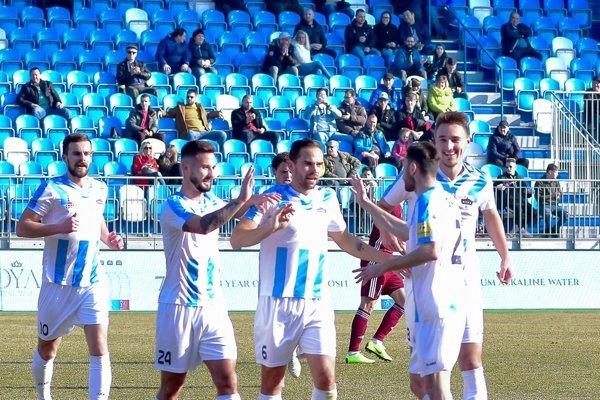 První vyhrání z kapsy vyhání, hovoria Češi. Nitrania viedli po góle novica Gatarića, ale Podbrezová zápas otočila.