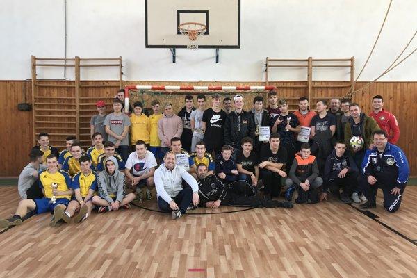 Účastníci turnaja dorastencov v Bošáci.