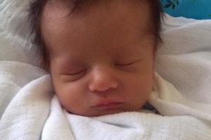 Samko Vnenčák sa narodil ako štvrté bábätko rodičom Lenke a Pavlovi zo Sihelného. Na svet prišiel 7. februára, vážil 2200 g a meral 48 cm. Doma ho čaká Natálka, Simonka a Klárka.
