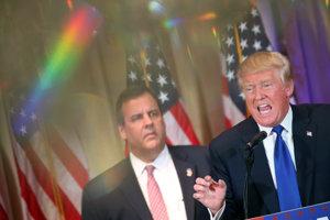 Donald Trump a jeho podporovateľ a bývalý súper Chris Christie.