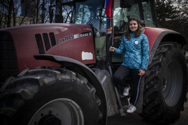 Mladá farmárka z Veľkého Lapáša vynechala dva dni školy, aby podporila ostatných farmárov.