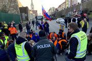 Farmári počas blokády Mosta SNP v Bratislave.
