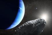 Umelecké vyobrazenie najmenšieho mesiaca Neptúnu. Odlomil sa z inej družice.