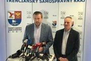 Predseda TSK Jaroslav Baška a riaditeľ Správy ciest TSK Radovan Karkuš na štvrtkovom brífingu.