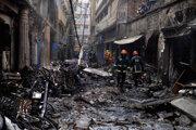 Hasičom sa podarilo dostať požiar pod kontrolu po desiatich hodinách.