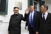 Dvojníci Kima a Trumpa sa objavili vo Vietname pred summitom oboch lídrov.