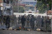 Národná garda blokuje most na hranici s Kolumbiou. Pomoc do krajiny nepustia.