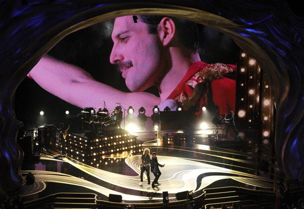 Večer otvorilo vystúpenie skupiny Queen, na pódiu sú Brian May a Adam Lambert. Film Bohemian Rhapsody bol nominovaný v hlavnej kategórii.