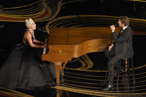 K emočným vrcholom večera patrilo vystúpenie Lady Gaga a Bradleyho Coopera, ktorí zaspievali pieseň Shallow z filmu Zrodila sa hviezda. Následne za ňu získali Oscara.