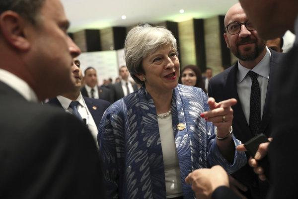 Theresa Mayová medzi európskymi lídrami. Aj v Šarm aš-Šajchu sa hovorilo najmä o brexite.