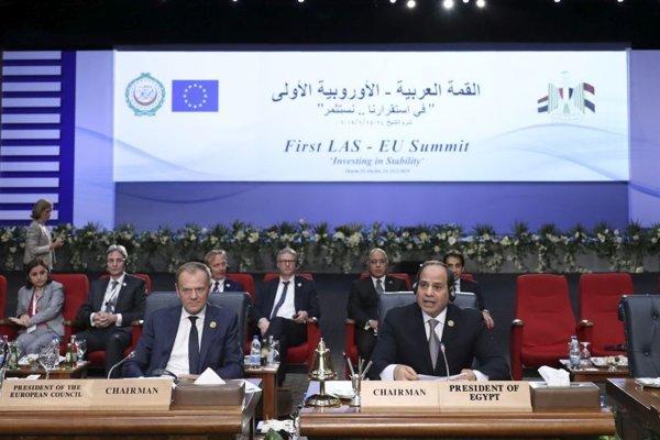 Egyptský prezident Abd al-Fattáh as-Sísí (vpravo) a predseda Európskej rady Donald Tusk.