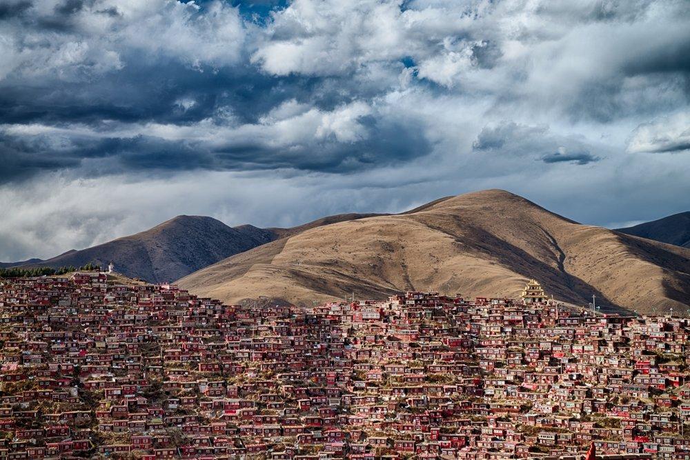 Larung Gar. Domov 40-tisíc budhistických mníchov v provincii Sečuan.