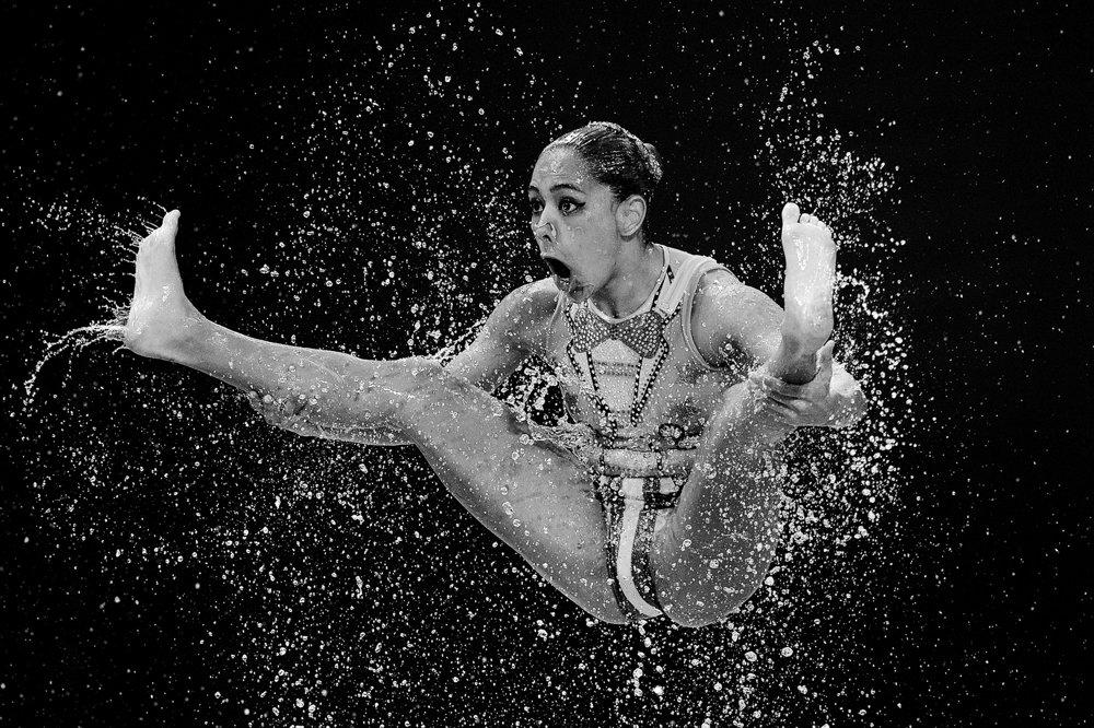Momentka z majstrovstiev sveta v synchronizovanom plávaní v Kazani.