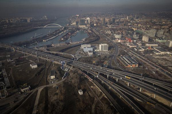 V Bratislave sa postupne od piatka 15. februára začali rozsiahle dopravné obmedzenia.