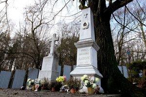 Hrob Andreja Sládkoviča na cintoríne v Radvani.