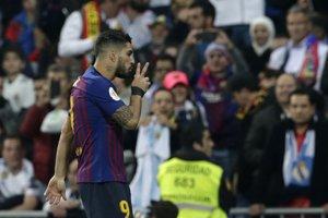 Luis Suárez a jeho tradičné oslavné gesto.