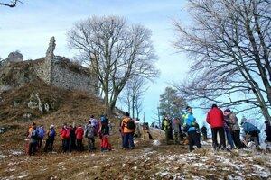 Zrúcanina hradu Zniev je len kúsok od Kláštora pod Znievom.