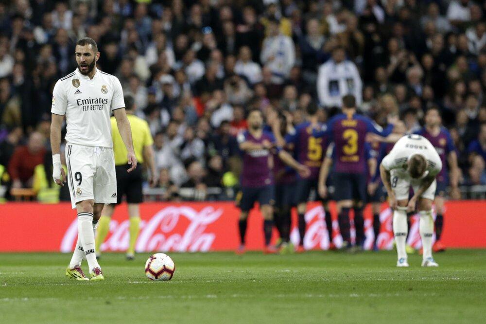 5c5483b470698 La Liga 2018/2019: Pozrite si momentky zo zápasu Real Madrid - FC Barcelona.  7/14. Zväčšiť Všetky fotky. Futbalisti FC Barcelona sa radujú gólu Ivana ...