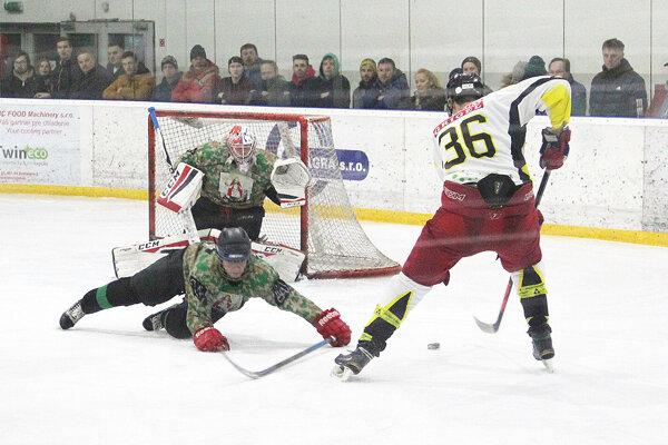 Na finále bolo zvedavých aj veľa hokejových fanúšikov.