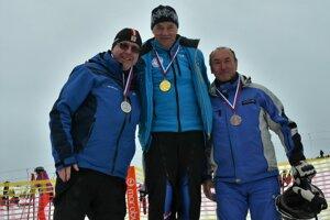 Jozef Dibdiak (v strede) nemá na Slovensku konkurenciu.