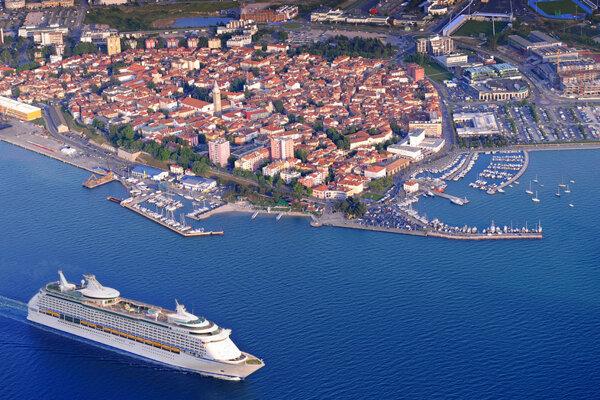Koper, kde má byť EYOF 2023, je s asi 25-tisíc obyvateľmi najväčšie mesto na slovinskom pobreží a šieste najväčšie mesto v krajine.