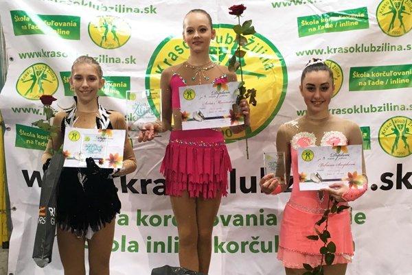 Soňa Mušinská (v strede) vyhrala súťaž starších žiačok.