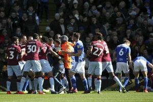Momentka zo zápasu Birmingham City - Aston Villa.