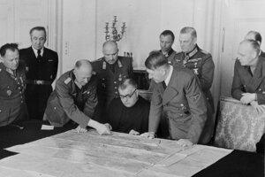 Jozef Tiso so slovenskou delegáciou na návšteve u Adolfa Hitlera.