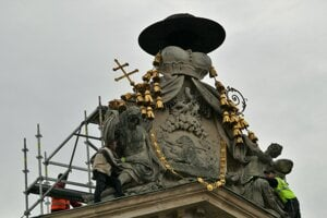 Obnova sochárskej výzdoby na atike Primaciálneho paláca.