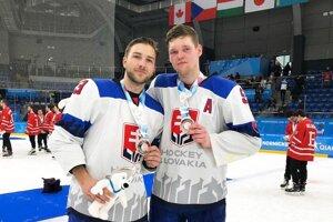 Daniel Rzavský a Juraj Šiška si užili krásny turnaj v národnom drese.