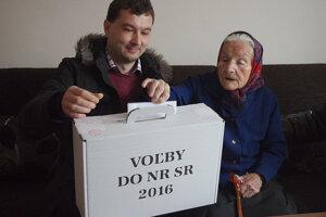 Babička Juliana Bednáriková z Lúk je naozaj svedomitý volič. Čoskoro oslávi 103 rokov a zatiaľ nevynechala žiadne voľby.