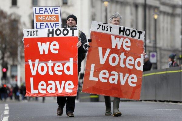 My sme hlasovali za odchod, odkazujú Mayovej zástancovia brexitu.